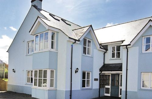 Snaptrip - Last minute cottages - Splendid Haverfordwest Apartment S21852 -