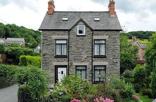 Snaptrip - Last minute cottages - Gorgeous Corwen And The Berwyn Mountains Cottage S21983 -