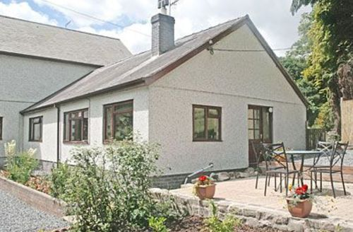Snaptrip - Last minute cottages - Excellent Llangollen Cottage S22025 -
