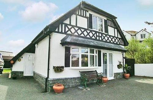 Snaptrip - Last minute cottages - Splendid Holyhead And Treaddur Bay Cottage S22083 -