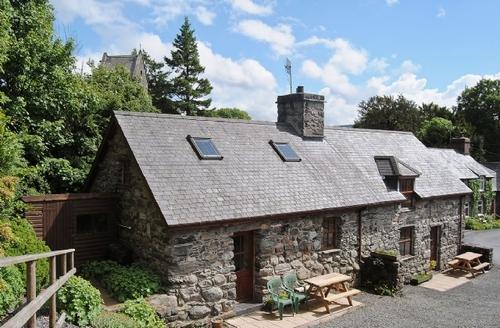 Snaptrip - Last minute cottages - Captivating Bala Cottage S22128 -