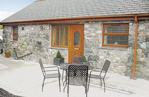 Snaptrip - Last minute cottages - Cosy Bangor Cottage S22143 -