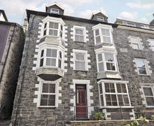 Snaptrip - Last minute cottages - Inviting Barmouth Cottage S22154 -