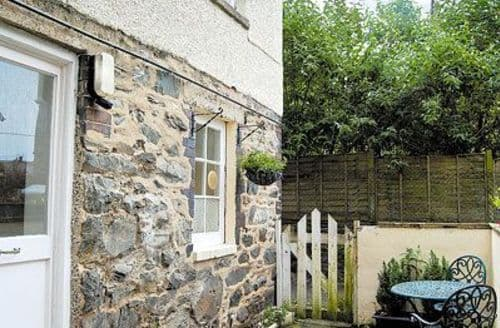 Snaptrip - Last minute cottages - Superb Barmouth Apartment S22161 -