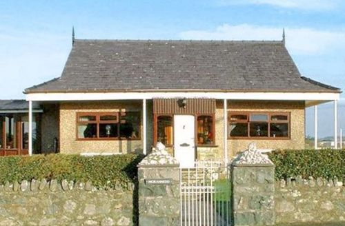 Snaptrip - Last minute cottages - Tasteful Caernarfon Cottage S22197 -