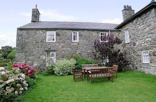 Snaptrip - Last minute cottages - Tasteful Caernarfon Cottage S22205 -