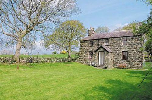 Snaptrip - Last minute cottages - Cosy Caernarfon Cottage S22211 -
