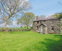 Snaptrip - Holiday cottages - Cosy Caernarfon Cottage S22211 -