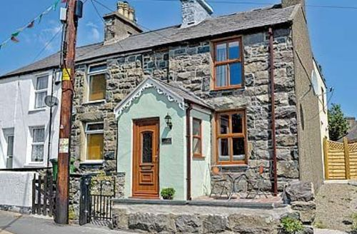 Snaptrip - Last minute cottages - Quaint Caernarfon Cottage S22214 -