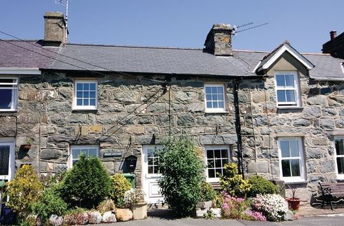 Snaptrip - Last minute cottages - Charming Criccieth Cottage S22228 -