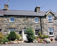 Snaptrip - Last minute cottages - Charming Criccieth Cottage S22228 -