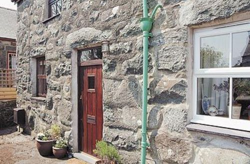 Snaptrip - Last minute cottages - Wonderful Criccieth Cottage S22230 -