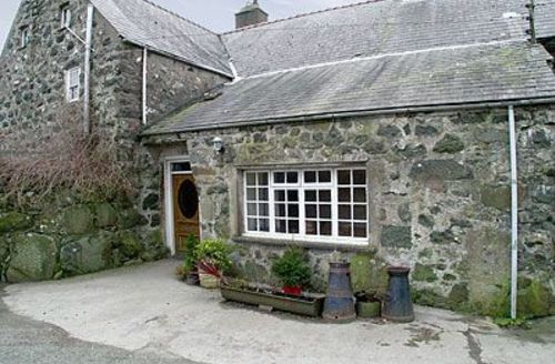 Snaptrip - Last minute cottages - Stunning Criccieth Cottage S22236 -