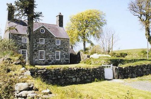 Snaptrip - Last minute cottages - Charming Criccieth Cottage S22237 -