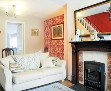 Snaptrip - Last minute cottages - Tasteful Blaenau Ffestiniog Cottage S22275 -
