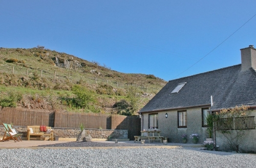 Snaptrip - Last minute cottages - Tasteful Tudweiliog Cottage S22340 -