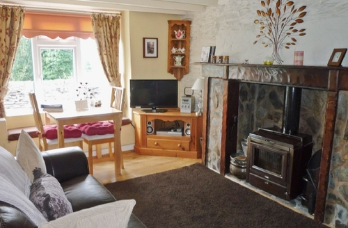 Snaptrip - Last minute cottages - Lovely Betws Y Coed Cottage S22354 -