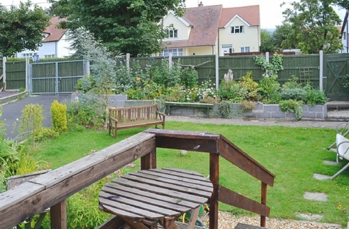 Snaptrip - Last minute cottages - Tasteful Conwy Apartment S22440 -