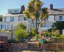 Snaptrip - Last minute cottages - Tasteful Llandudno Cottage S22479 -