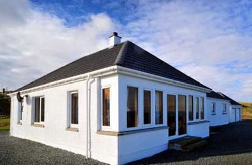 Snaptrip - Last minute cottages - Lovely Portree Cottage S22489 -