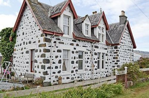 Snaptrip - Last minute cottages - Beautiful Portree Apartment S22516 -