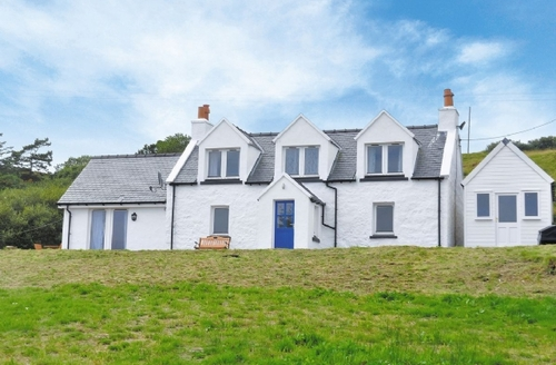 Snaptrip - Last minute cottages - Charming Portree Cottage S22521 -