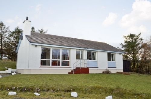 Snaptrip - Last minute cottages - Cosy Portree Cottage S22527 -