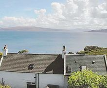 Snaptrip - Last minute cottages - Lovely Acharacle Cottage S22556 -