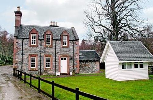 Snaptrip - Last minute cottages - Quaint Achnasheen Cottage S22822 -