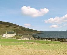 Snaptrip - Last minute cottages - Lovely Gairloch Cottage S22826 -