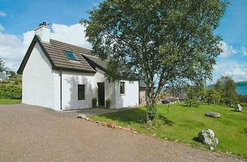Snaptrip - Last minute cottages - Wonderful Gairloch Cottage S22831 -