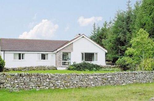 Snaptrip - Last minute cottages - Lovely Lairg Lodge S22851 -