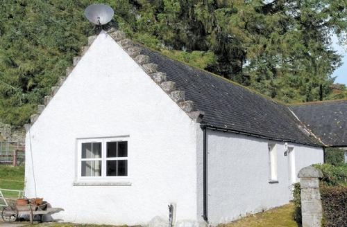 Snaptrip - Last minute cottages - Tasteful Lairg Cottage S22855 -