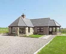 Snaptrip - Last minute cottages - Attractive Huntly Cottage S22938 -