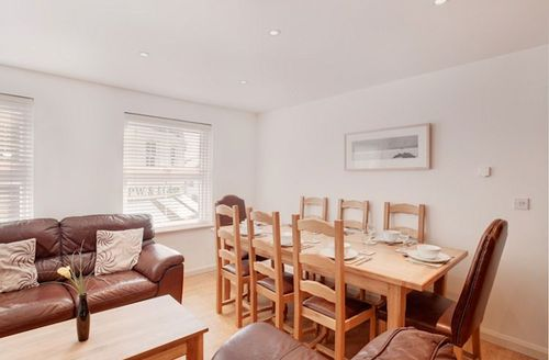 Snaptrip - Last minute cottages - Splendid Salcombe View S1923 - Dining area
