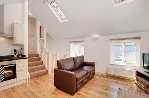 Snaptrip - Last minute cottages - Quaint Salcombe View S1924 - Living area
