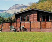 Snaptrip - Last minute cottages - Inviting Crianlarich Lodge S23254 -