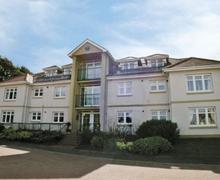 Snaptrip - Last minute cottages - Exquisite Girvan Apartment S23493 -
