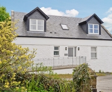 Snaptrip - Holiday cottages - Captivating Girvan Cottage S23507 -