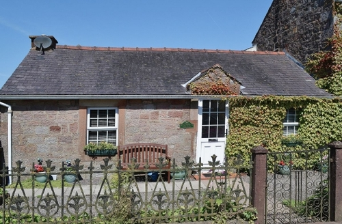 Snaptrip - Last minute cottages - Tasteful Annan Cottage S23570 -
