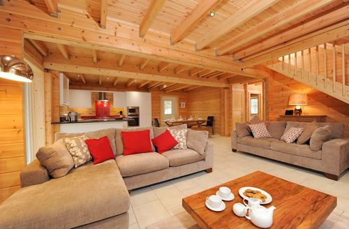 Snaptrip - Last minute cottages - Quaint Taunton Lodge S1949 - Light and airy open plan living area