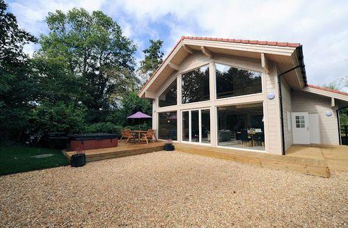 Snaptrip - Last minute cottages - Excellent Taunton Lodge S1950 - Outside Flycatchers Lodge