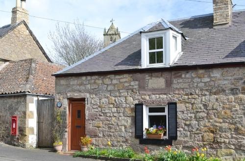 Snaptrip - Last minute cottages - Luxury Duns Cottage S23755 -
