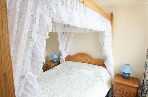 Snaptrip - Last minute cottages - Excellent Eyemouth Cottage S23763 -