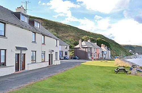 Snaptrip - Last minute cottages - Tasteful Eyemouth Cottage S23783 -