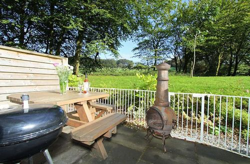 Snaptrip - Last minute cottages - Adorable Camelford Cottage S1965 - Furnished patio ideal for al fresco dining