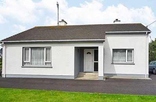 Snaptrip - Last minute cottages - Excellent Carndonagh Cottage S23920 -