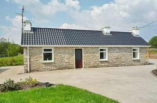 Snaptrip - Last minute cottages - Exquisite Donegal Cottage S23922 -