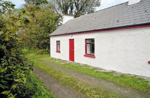 Snaptrip - Last minute cottages - Inviting Glenties Cottage S23934 -