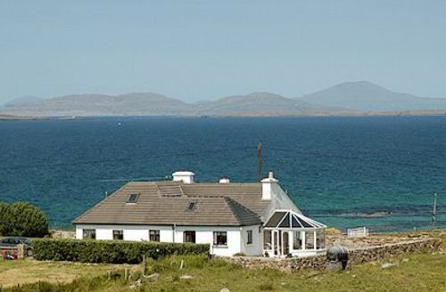 Snaptrip - Last minute cottages - Stunning Cleggan Cottage S23955 -
